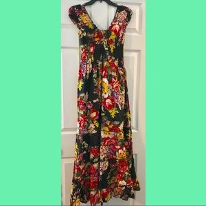 GORGEOUS!! Floral floor length summer dress